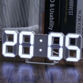 ساعة رقمية 3D