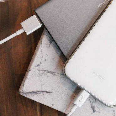 كابل USB مع موصل Lightning من MOSHI - أبيض