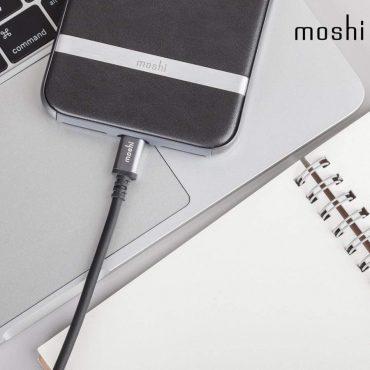 كابل USB مع موصل Lightning من MOSHI - أسود